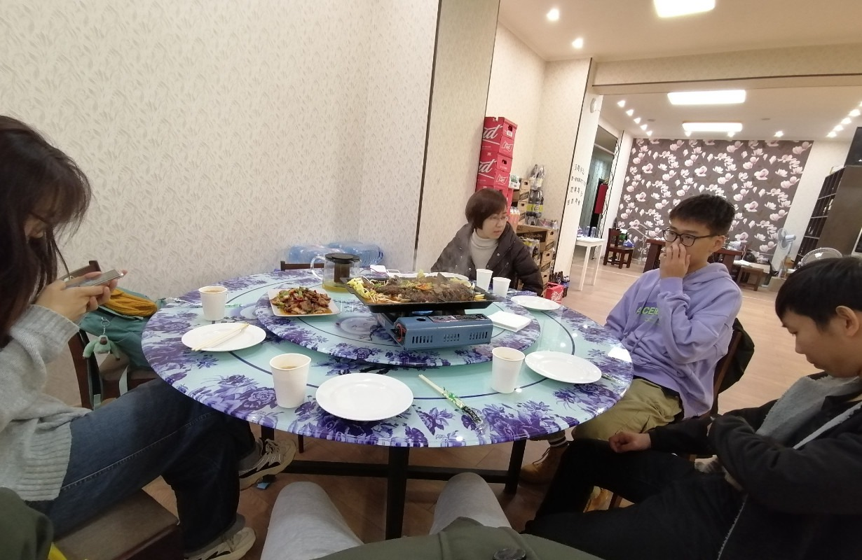 晚上我、炎龙、牛牛和牛牛妈还有我们公司博士-刘学姐一起在川香味一起吃饭|俄罗斯留学