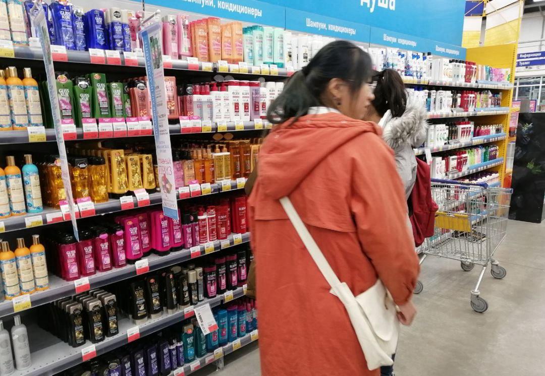 陪同大家逛一逛Lenta超市,帮助他们熟悉俄罗斯常见的生活用品和国内的区别