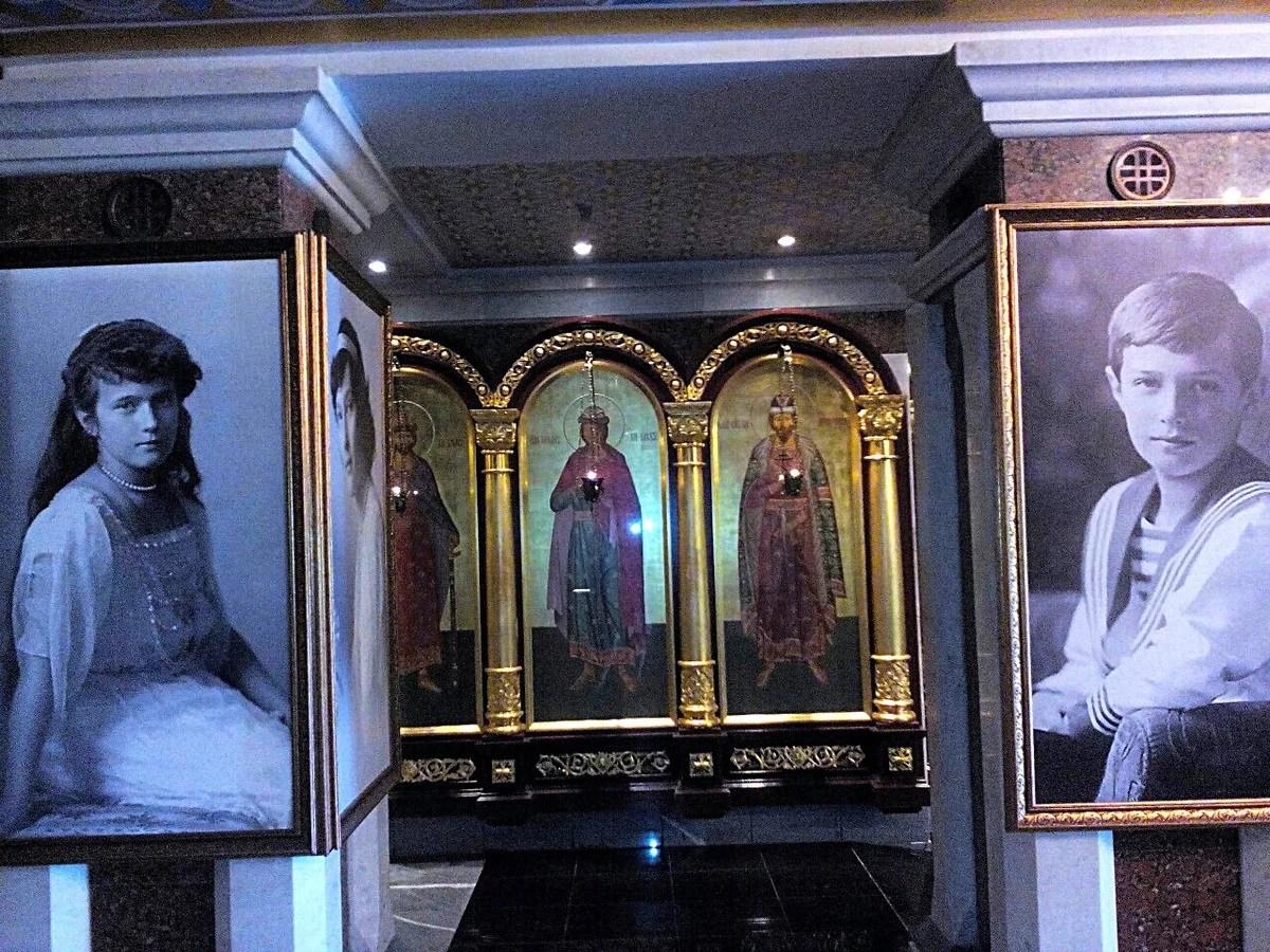 叶卡捷琳堡滴血大教堂内景,里面有很多沙皇全家的遗照以及一个沙皇生前物品展示的博物馆|叶卡捷琳堡