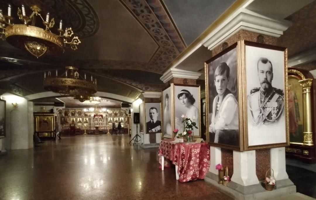 叶卡捷琳堡滴血大教堂内景,里面有很多沙皇全家的遗照以及一个沙皇生前物品展示的博物馆