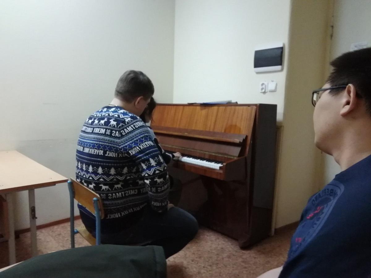 和小易在准备考乌拉尔音乐学院的曲目准备中|俄罗斯留学|艺术留学