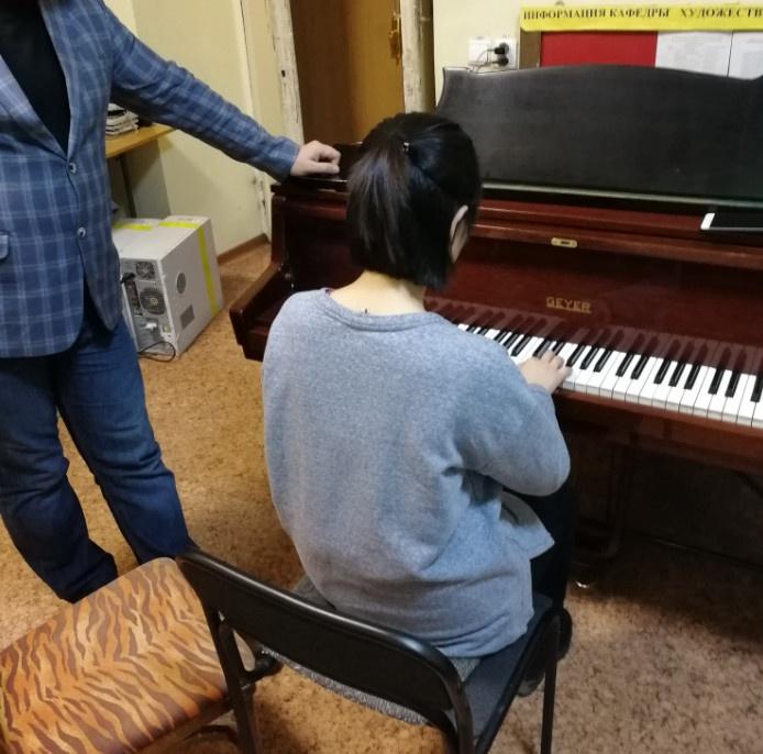 乌拉尔音乐学院|俄罗斯留学|俄罗斯古典音乐艺术|和教授正在准备曲目