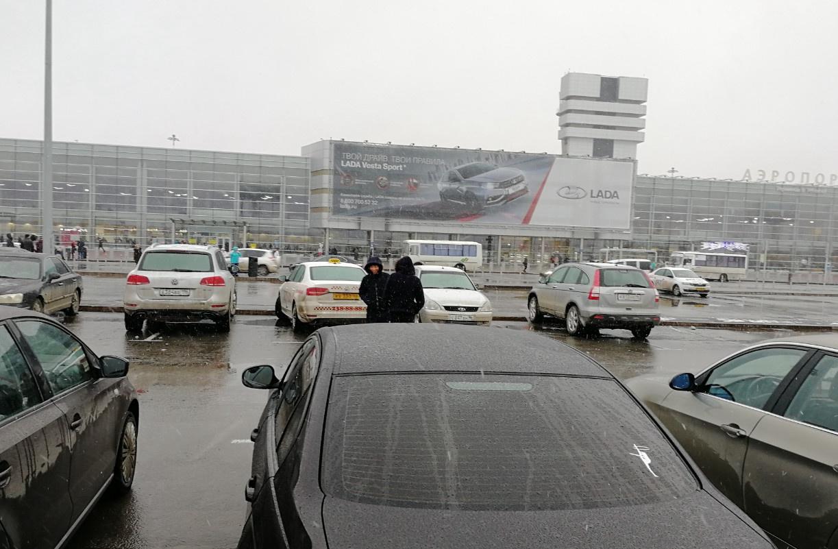 俄罗斯留学生抵达叶卡捷琳堡机场准备入学乌拉尔联邦大学,我们现在准备去接机