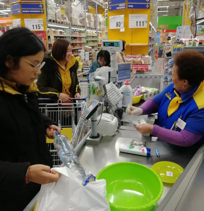 俄罗斯留学,在Lenta超市采购物资用于留学生活