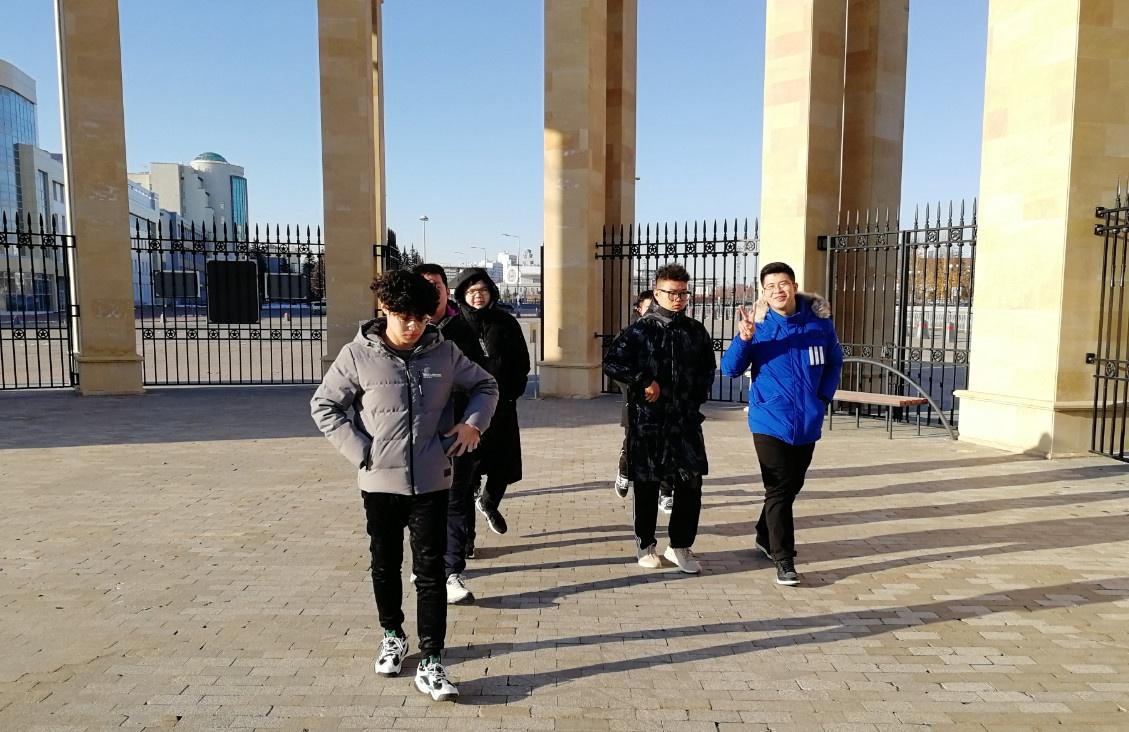 组织学生在上佩什马的军事博物馆(военная выставка)参观|俄罗斯留学