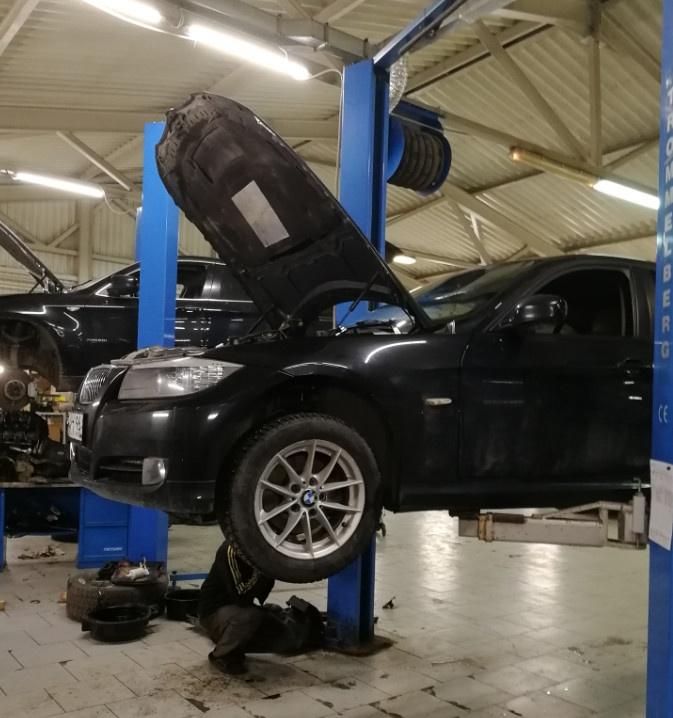 车子出小毛病了,好好修一下,在叶卡捷琳堡当地一家我长期修车的厂子,手艺很好|俄罗斯留学生活