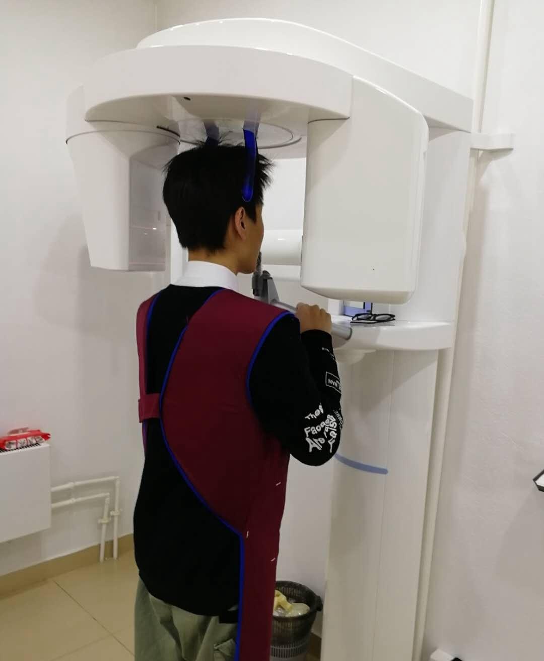 在叶卡捷琳堡的牙科诊所(私立)进行检查、这是扫描X光判断牙齿断裂位置|俄罗斯留学