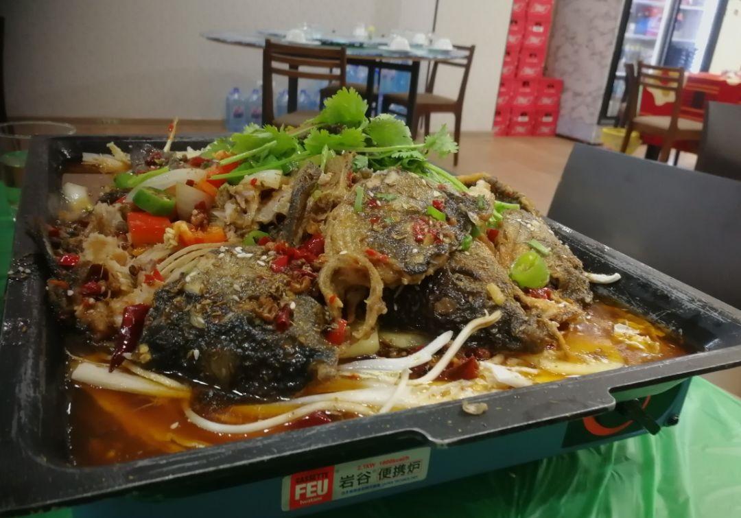 叶卡中国市场的烤鱼