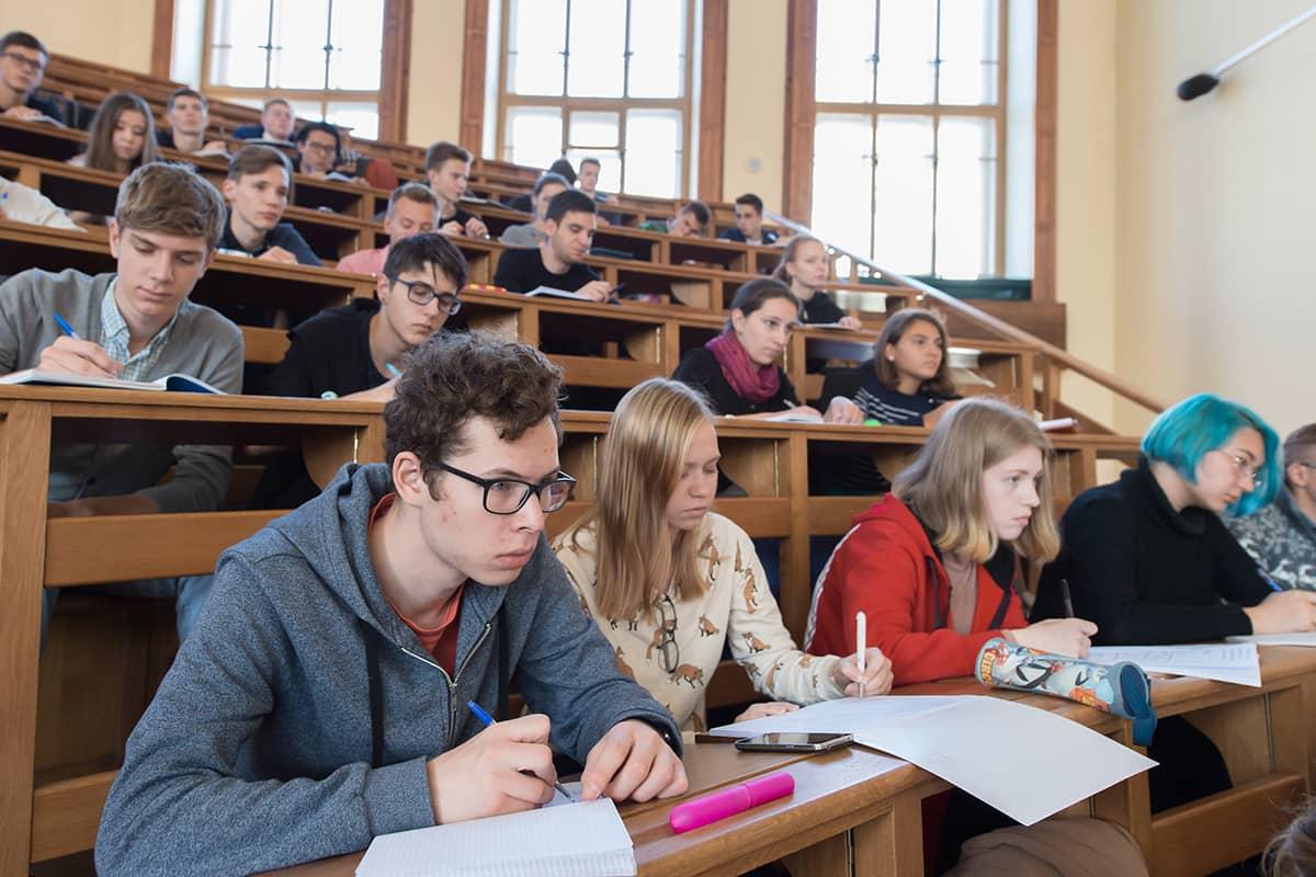 俄罗斯大学的学生在课堂上学习|俄罗斯留学|俄罗斯大学