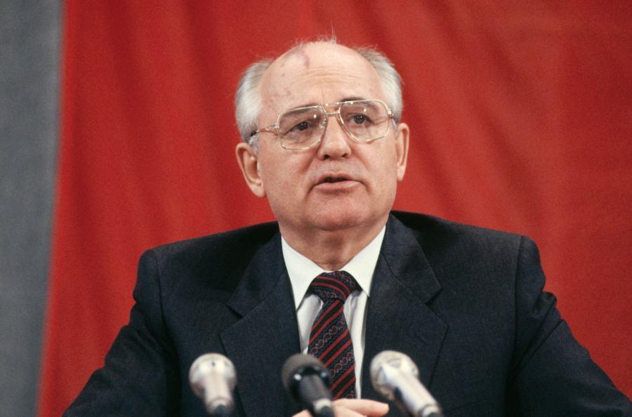 1991年12月25日夜,米哈伊尔·戈尔巴乔夫宣布辞去苏工总书记职位