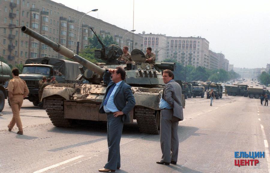 现存于叶卡捷琳堡的叶利钦博物馆的照片,这是苏联819事件的莫斯科街头