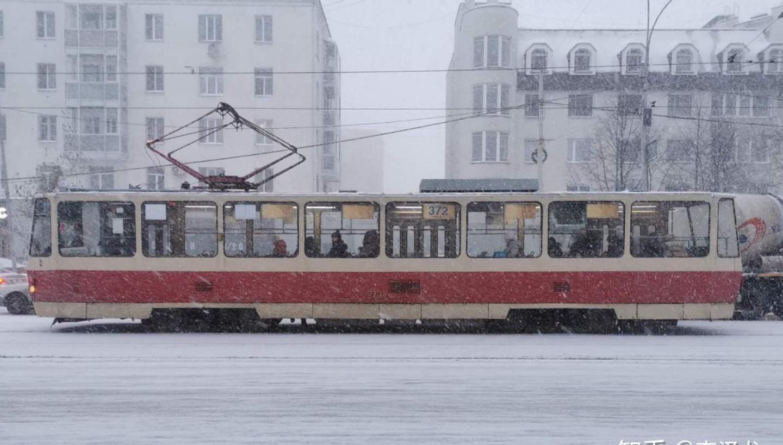 叶卡捷琳堡市中心的有轨电车 俄罗斯城市 叶卡捷琳堡 俄罗斯留学 俄罗斯生活