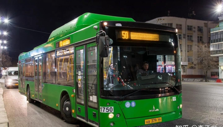 叶卡捷琳堡市中心的公交车车 俄罗斯城市 叶卡捷琳堡 俄罗斯留学 俄罗斯生活