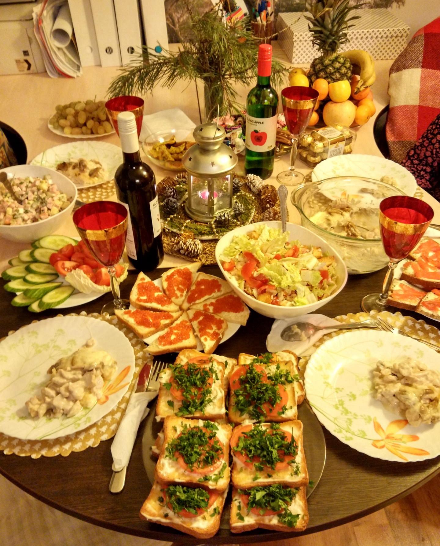 俄罗斯新年晚餐 俄罗斯留学生活 俄罗斯留学 俄罗斯生活