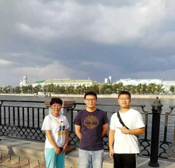 俄罗斯留学 家长陪同孩子来乌拉尔联邦大学考察 乌拉尔联邦大学