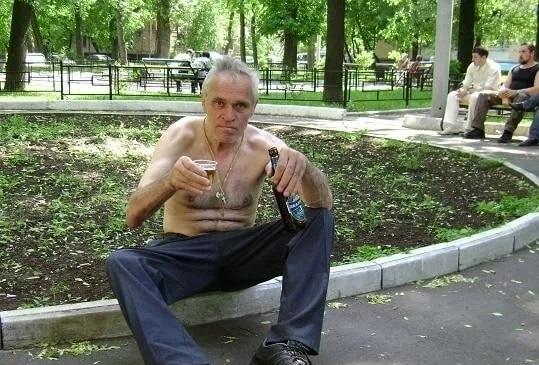 俄罗斯酗酒的人,他们一般不会随意去骚扰其他人,但是见到他们避开一点就好