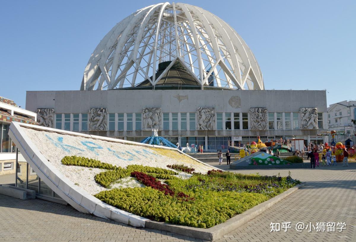 学校主楼对面就是叶卡捷琳堡的马戏团