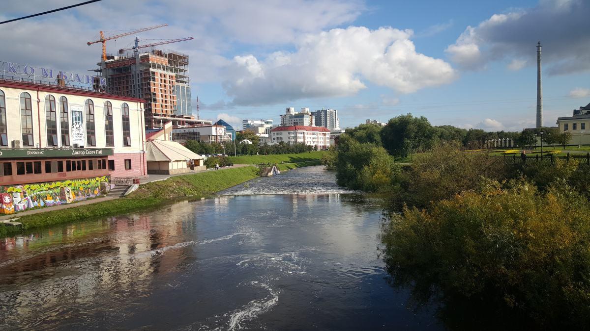 2015年路过市中心小河拍的一张照片,注意右边这个苏联时期修建的电视转播塔,当年还没有爆破掉,但2017年的时候拆掉了,当时还难过一阵来着,这个烂尾塔曾经是叶卡的标志之一。
